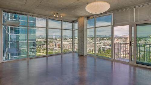 One Bedroom Glass House unit with Incredible Views!