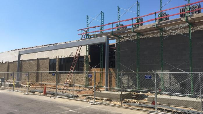 Orangevale shopping center adds clothing chain
