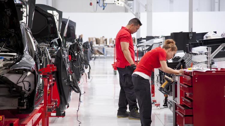 Inside Tesla S Fremont Auto Factory In 2017 The Workforce At Plant Has Swelled To