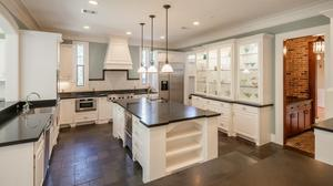 Stunning Custom Home In Bellaire With Chef's Kitchen