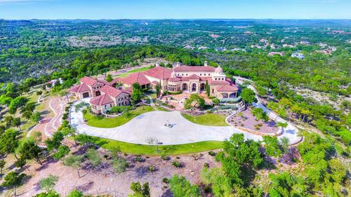 Estate of Exceptional Grandeur in Anaqua Springs