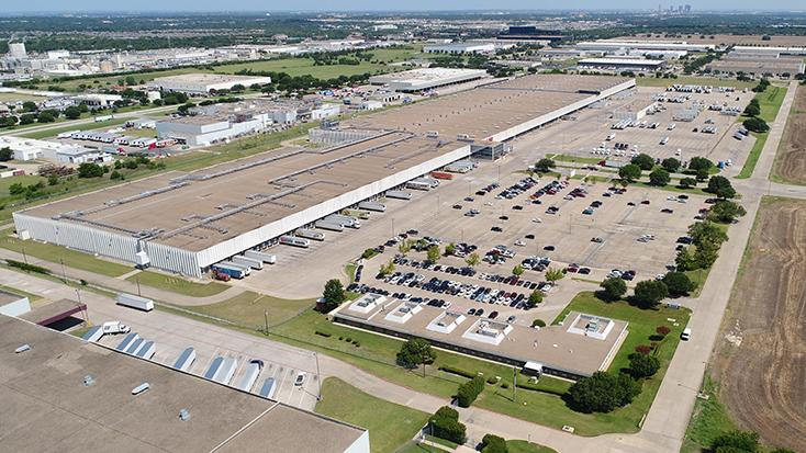 The 1.15 million-square-foot distribution hub in Fort Worth could attract a major grocery player into the region. CBRE is marketing the property.