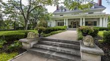 Stunning Janssen Place Estate