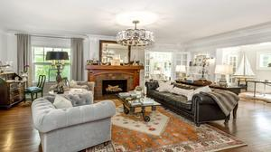 Stunning Janssen Place Estate