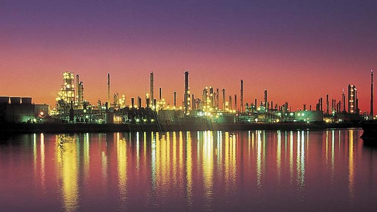 Valero Energy keeps Houston-area refineries in operation as Harvey ...