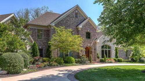 Stunning Home in Town and Country