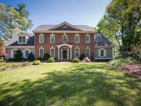 Home of the Day: Stunning Riverfront Views!