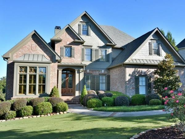 Home of the Day: Lake and Mountain Views