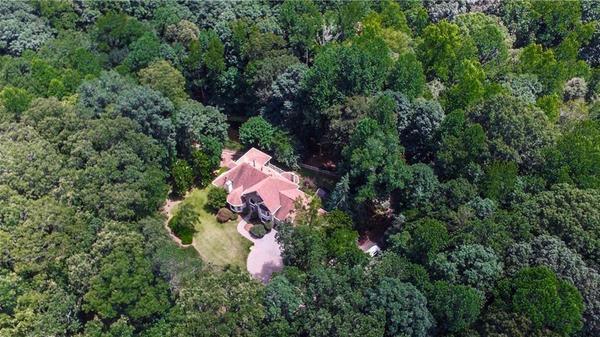 Exclusive retreat on 5.35 acres!