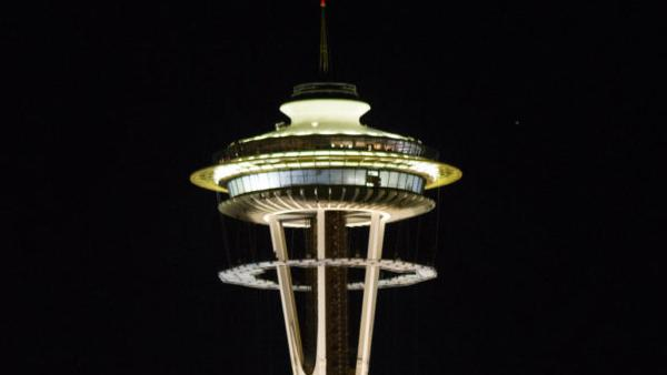Watch the Space Needle renovation crew raise this 14-ton construction platform (Photos and Video)
