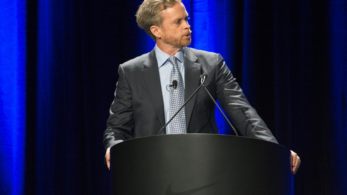 gráfico Murmullo Red de comunicacion  Nike CEO Mark Parker gets 48percent raise - Portland Business Journal