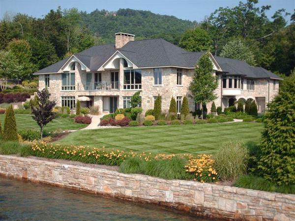 Home of the Day: Elaborate Lakeside Estate