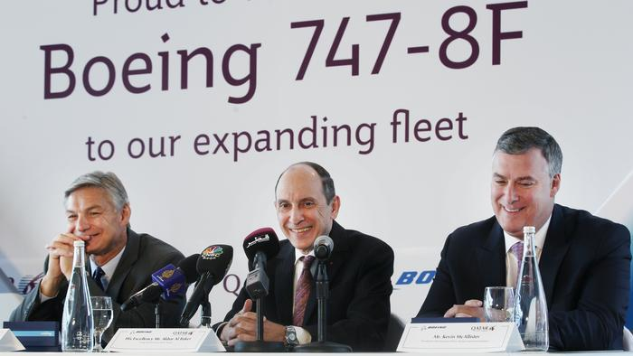 Qatar Airways CEO unveils Boeing 777 order as he picks up a 747 in Everett (Photos)