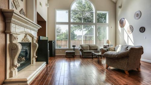 Gorgeous Light Filled Home In Kingwood