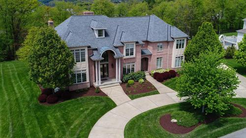 716 Parkview Drive •The Heights of North Park
