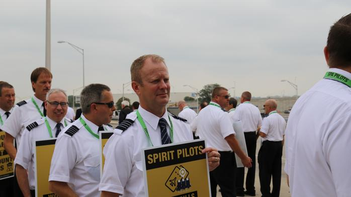 Spirit Airlines pilots picket at O'Hare as contract frustration grows
