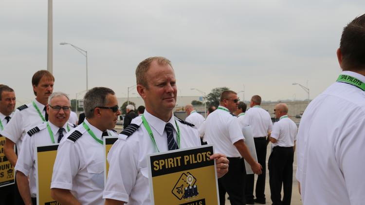 Spirit Airlines pilots picket at O'Hare as contract