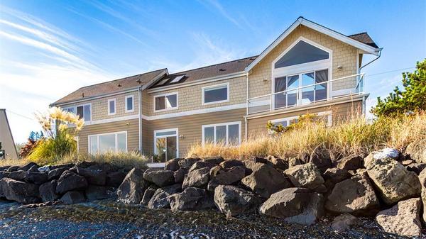Modern Beach House on Bainbridge Island