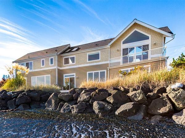 Home of the Day: Modern Beach House on Bainbridge Island