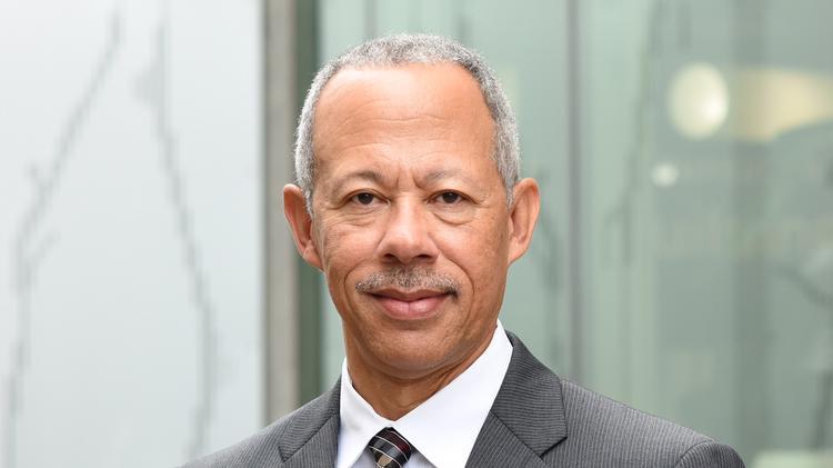 Je Dunn Adds Former Hallmark Wal Mart Execs To Senior