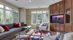 Executive Townhome:  Casual Elegance Only Minutes from Downtown Minneapolis