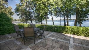 Gorgeous Lakeshore home