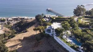 4.2 Acre Architectural Astonishment in Unparalleled Location