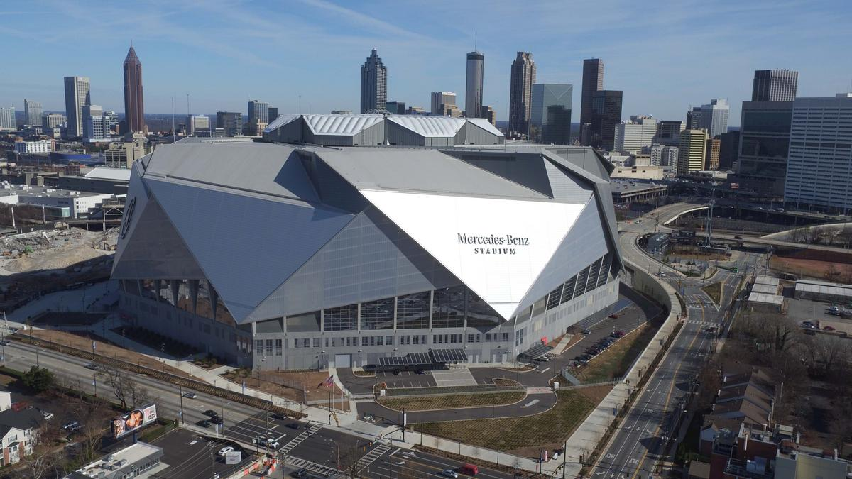 Hospitality notes mercedes benz stadium roof set for for Mercedes benz stadium opening
