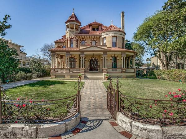 Home of the Day: Monumental Estate with Fine Architectural Heritage