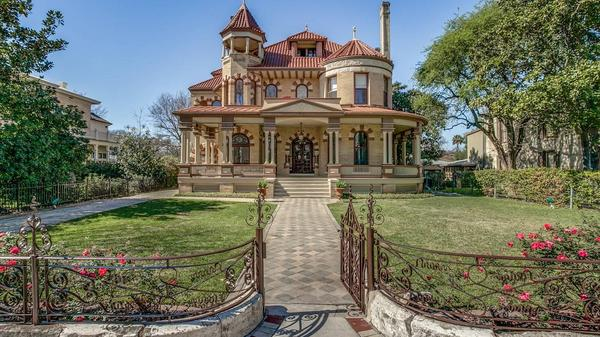 Monumental Estate with Fine Architectural Heritage