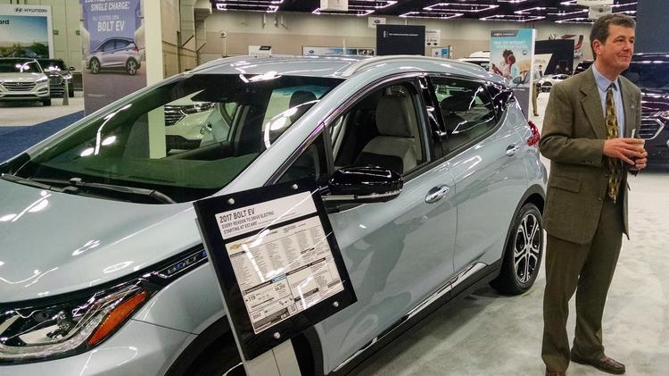 Portland Car Show >> At Portland Auto Show Ev Advocates See Big Challenge Signs