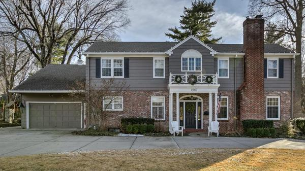 Gorgeous Colonial Home In Stratford Gardens