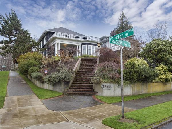 Home of the Day: Exquisite 1909 Residence with Designer Touches for a Luxury Lifestyle in Seattle