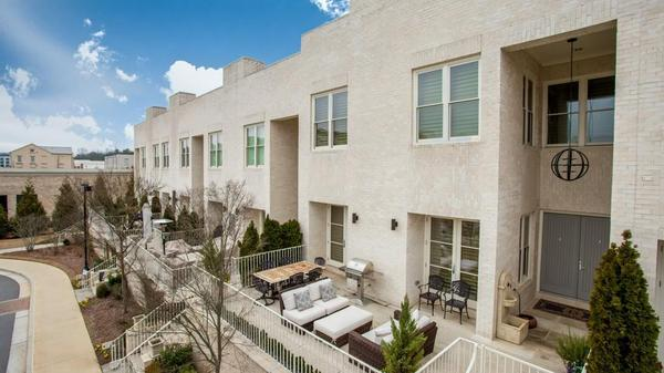 Chic townhome in Avalon!