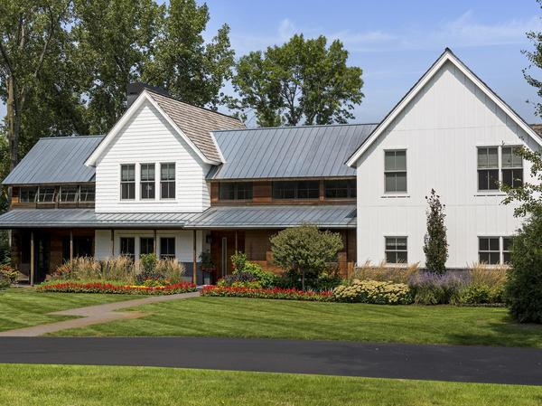 Home of the Day: Modern + Rustic Cottagewood Masterpiece