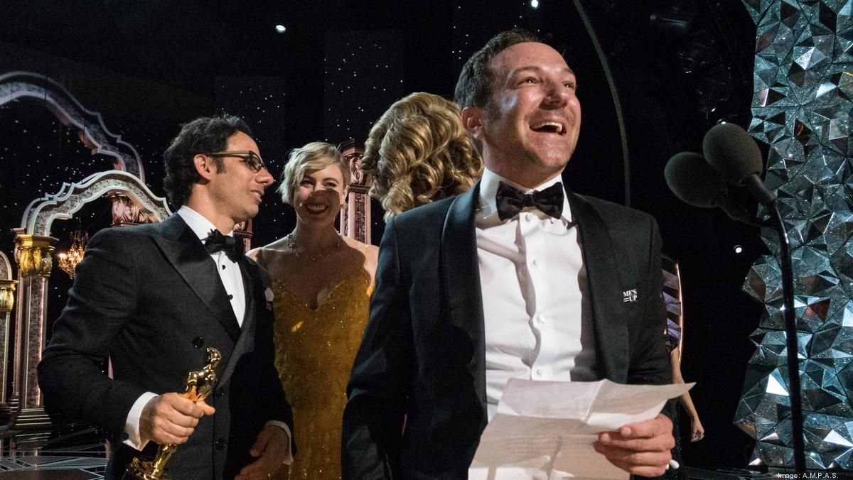 Netflix wins its first oscar for a feature length film l for Academy award winners on netflix