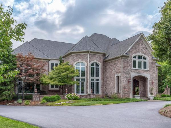 Home of the Day: Seclusion and Elegance Found in Town and Country