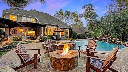 Extraordinary Home In The Village of Sterling Ridge With Backyard Oasis