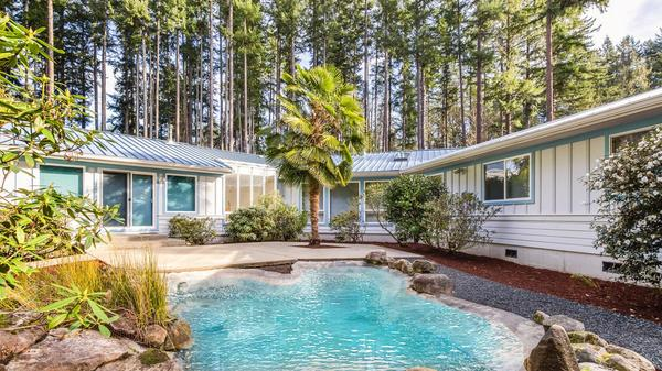 Classic One-Level Retreat on Bainbridge Island