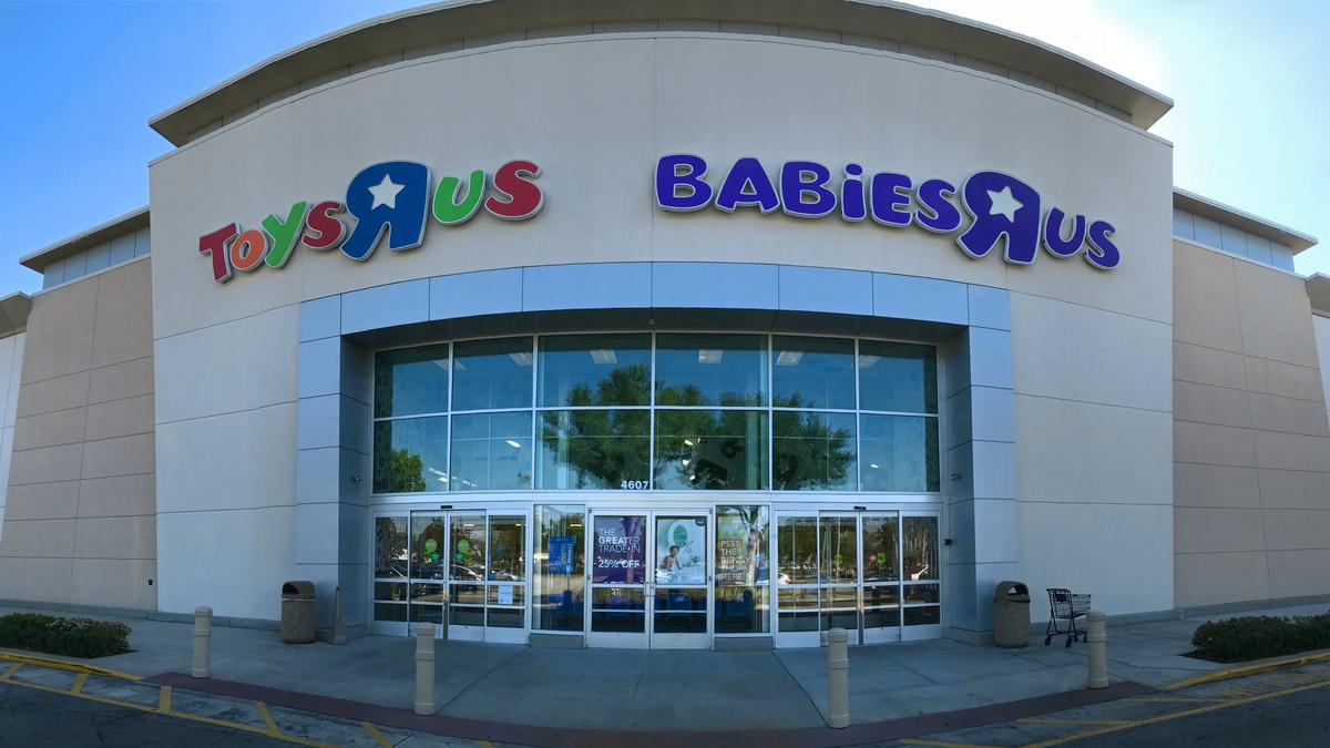 N J Based Toys R Us Lays Off Nearly 1 000 People In