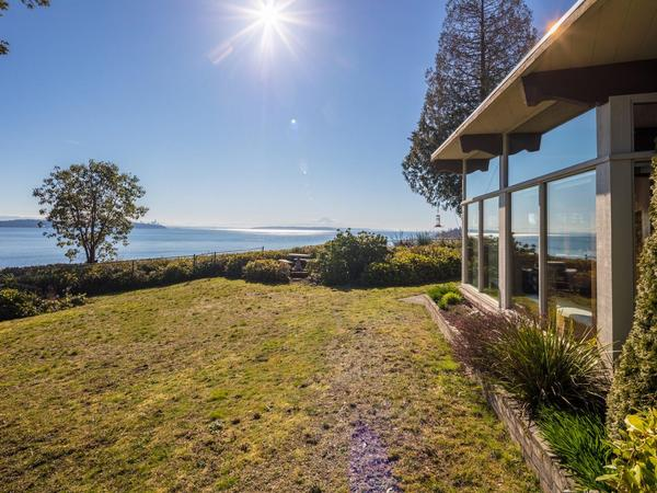 Home of the Day: Extraordinary Mid-Century Modern Waterfront Home with Panoramic Views on Bainbridge Island