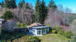 Extraordinary Mid-Century Modern Waterfront Home with Panoramic Views on Bainbridge Island