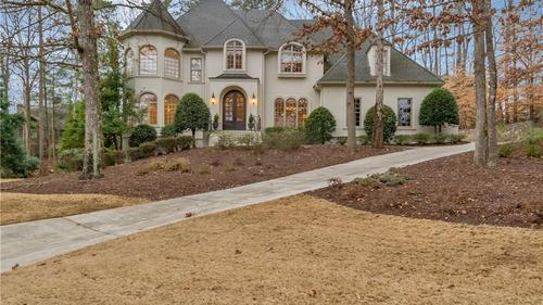 Beautiful Executive Home in Country Club of the South