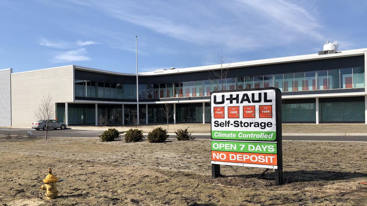 U-Haul makes big statement at former Jewel-Osco Chicago headquarters ...