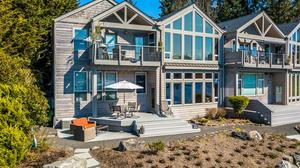 Elegant Condo at Winslow Shores for the Ultimate Island Lifestyle