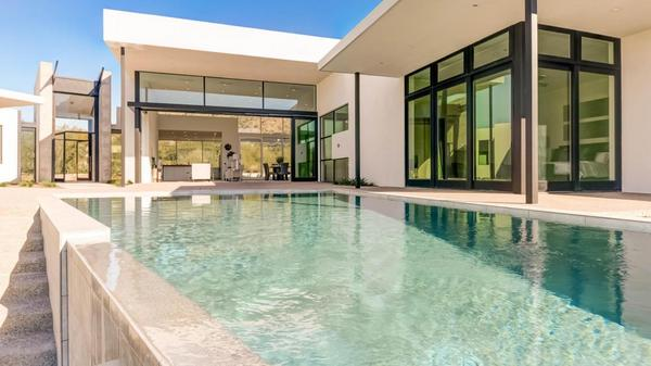 Clean lines, sophisticated style and uncompromising quality in Paradise Valley!