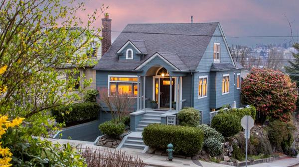 Charming Queen Anne Home with Views of Lake Union, the Space Needle and the Cascades