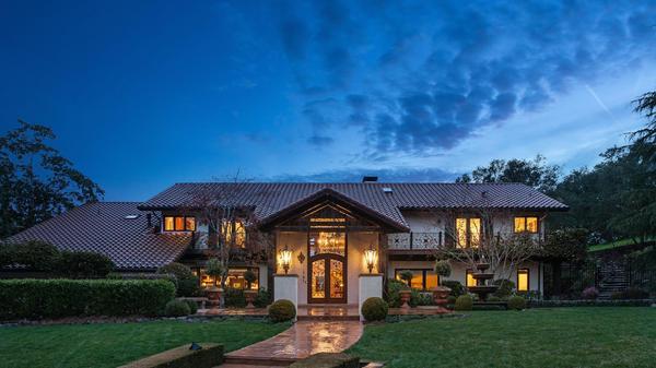Unparalleled Orinda Ridgeline Estate