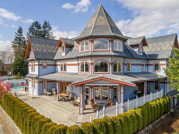 Home of the Day: Mansion Inn Lake Stevens Bed and Breakfast