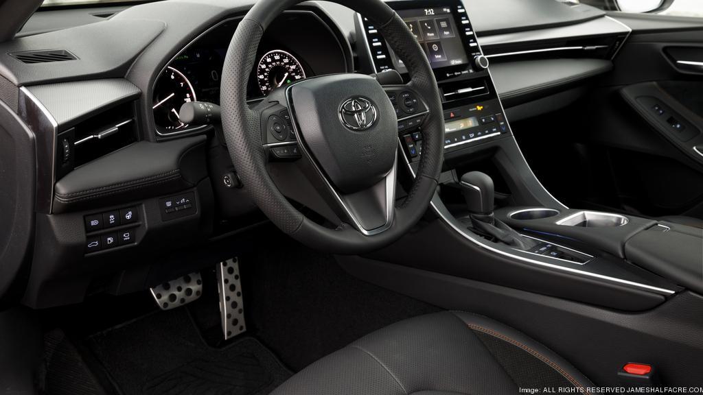 Automotive Minute: Redesigned 2019 Toyota Avalon mostly